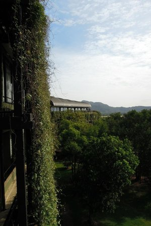 Heritance Kandalama: view towards the conference center