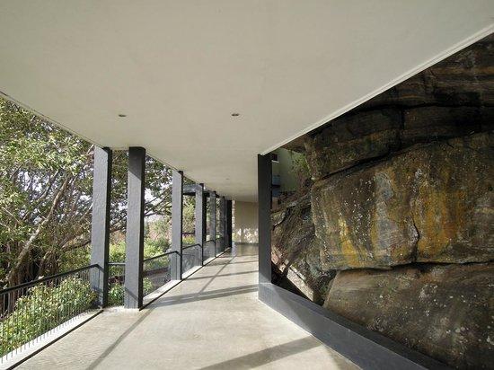 Heritance Kandalama: walkway between common areas (front desk, restaurants, bar, pool) to rooms