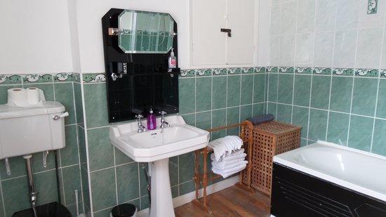Shelley Town Residence: Banheiro comum