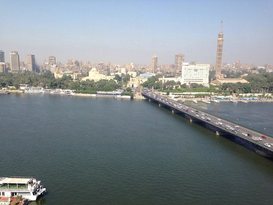 InterContinental Cairo Semiramis: This is our rooms view from the 17th floor