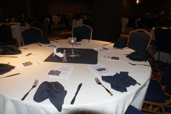 Ramada Plaza Atlanta Downtown Capitol Park: Dinner Table