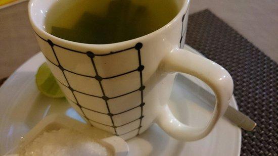 Zion Thai Restaurant: Lemongrass tea was delicious