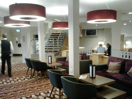 Cedar Court Hotel Wakefield: Reception, lounge, bar area