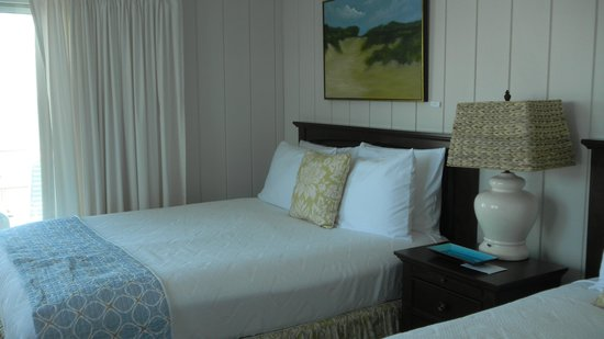 Dyer's Beach House: Upgraded bedding, beautiful paintings and new accents on table