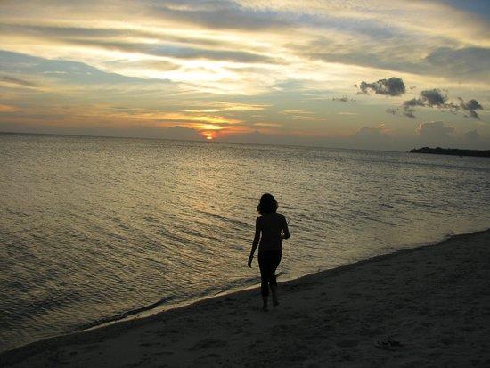 Phaidon Beach Resort: Sunset On The Beach