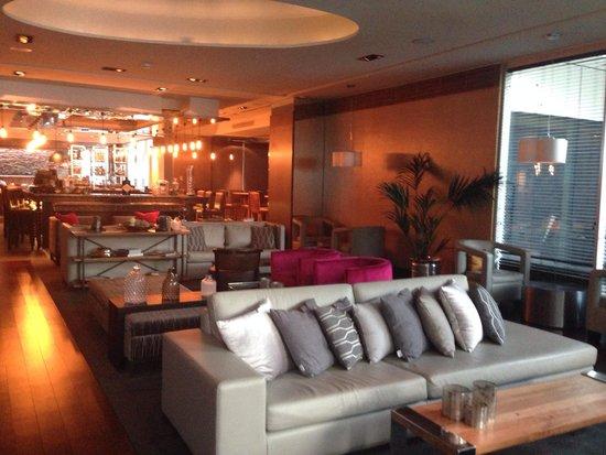 Renaissance Santiago Hotel: Lounge no subsolo