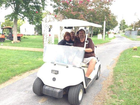 Smith Island Inn: Dr. Jim and Sally taking a drive through Ewell neighborhood.