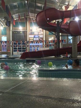 Astoria Aquatic Center: Family fun! :)