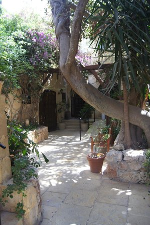 Cornucopia Hotel: Entrance