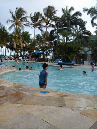 Decameron Marazul: En la piscina del hotel Marazul, es chica