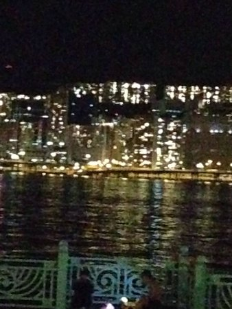 Harbour Grand Kowloon: 夜の眺め