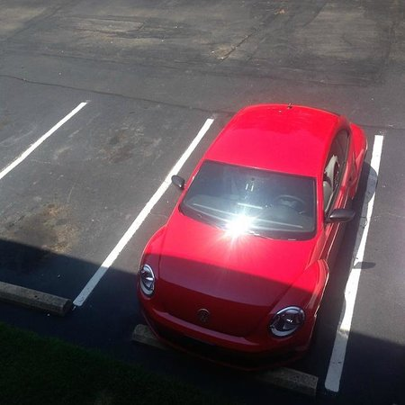 Red Roof Inn Durham Duke University Medical Center: Red roof car in the parking lot of the Red Roof Inn!