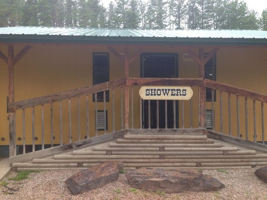 Crooked Creek Resort and RV Park: The shower room is nicely appointed and clean.