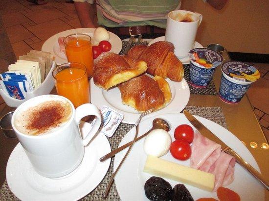 Hotel Globus: 朝食