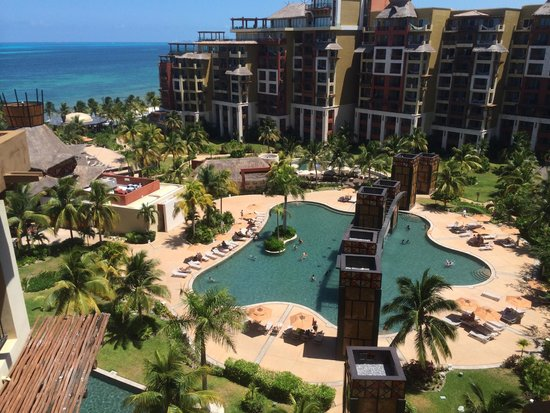 Villa del Palmar Cancun Beach Resort & Spa: Overview of one of the pools