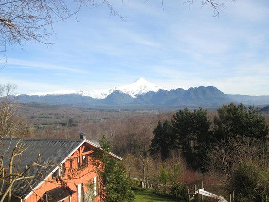 Mirador Los Volcanes: Vista al Volcán Villarrica desde la cabaña