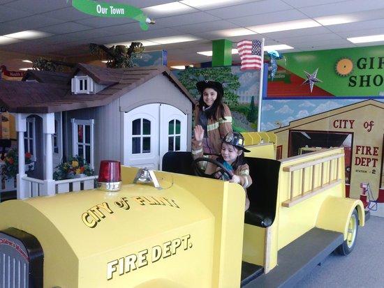 Flint Children's Museum: Firetruck, and house