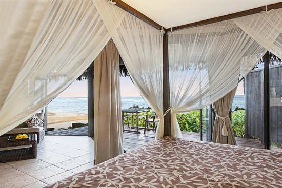 Sea Change Villas: Beachfront Villa - Bed out to Beach