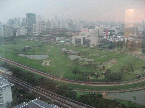 Grande Centre Point Hotel Ratchadamri: 窓からの眺め