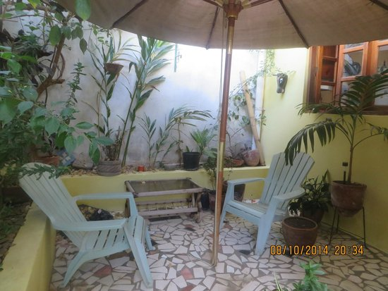 The Secret Cove Inn: The patio