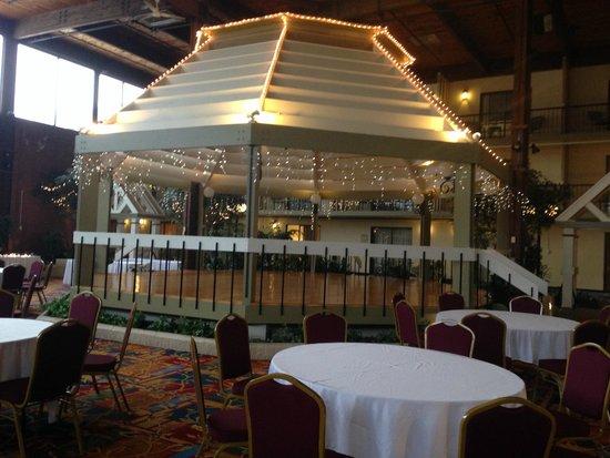 Boxboro Regency Hotel & Conference Center: Dance floor gazebo