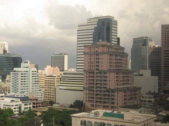 Bandara Suites Silom, Bangkok: 窓からの眺め