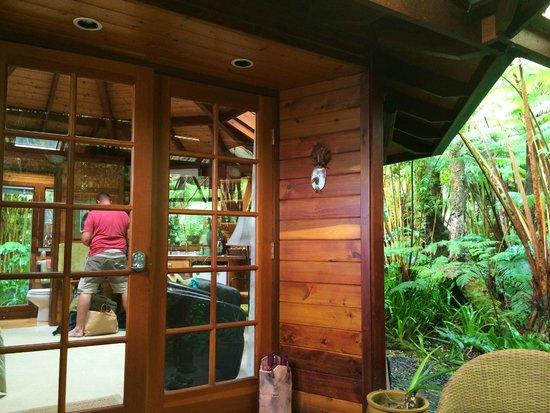 Volcano Rainforest Retreat: entrance to cabin
