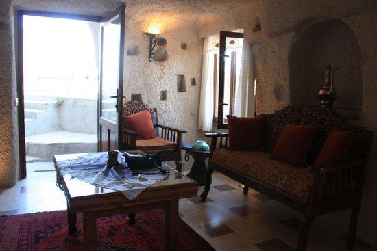 Cappadocia Cave Suites: Living room of 301