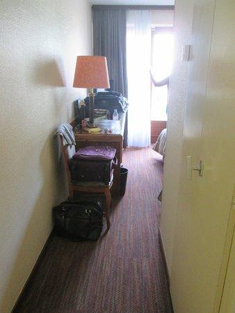Hotel Turenne : entrada do quarto