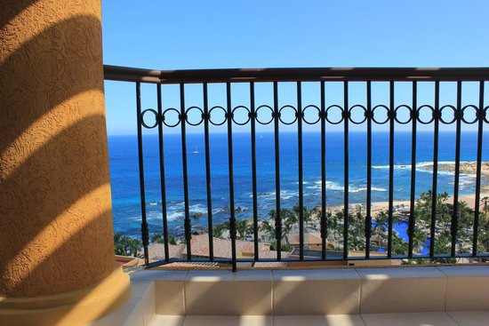Grand Fiesta Americana Los Cabos All Inclusive Golf & Spa: View from the lounge chairs, Listen to the waves.