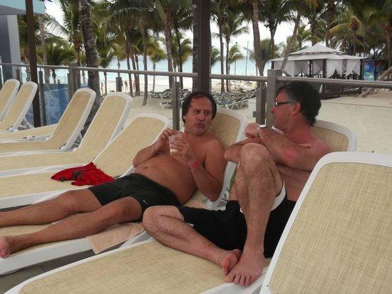 Hotel Riu Yucatan: pileta prnicipal, al lado del bar
