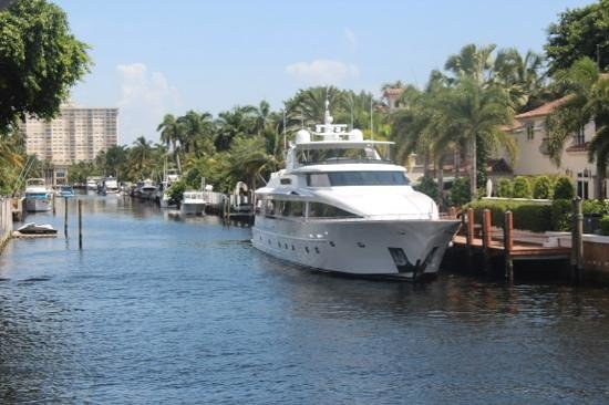 Intracoastal Waterway: Um belo canal com belos barcos.