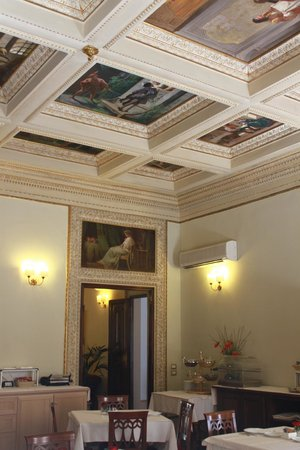 Hotel dei Macchiaioli: Ceiling in the dining room