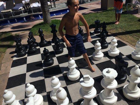 Loews Coronado Bay Resort: Chess by the poolside