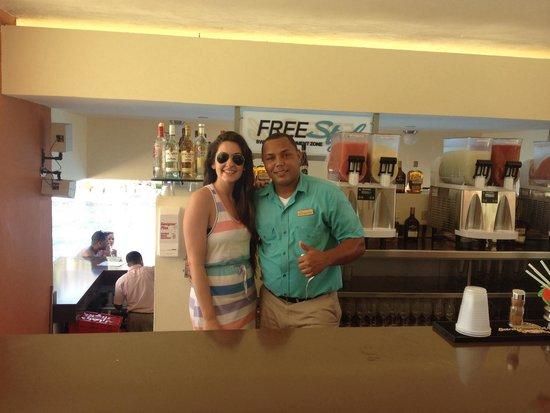 Breathless Punta Cana Resort & Spa : MY FAMILY!!!! Juan Pablo, sin dudas lo mejor de este all inclusive.. Su buena onda y atención no