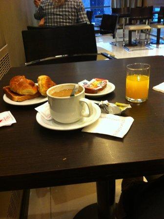Victory Hotel: El desayuno