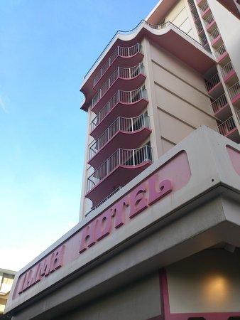 Ilima Hotel: ホテル下から