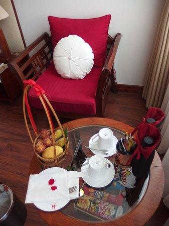 Hanoi E Central Hotel Coffee Table And Sofa