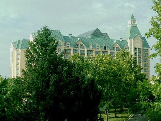 Chateau on the Lake Resort & Spa: view driving front entrance