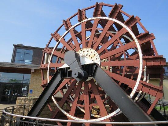National Mississippi River Museum & Aquarium: Paddle wheel