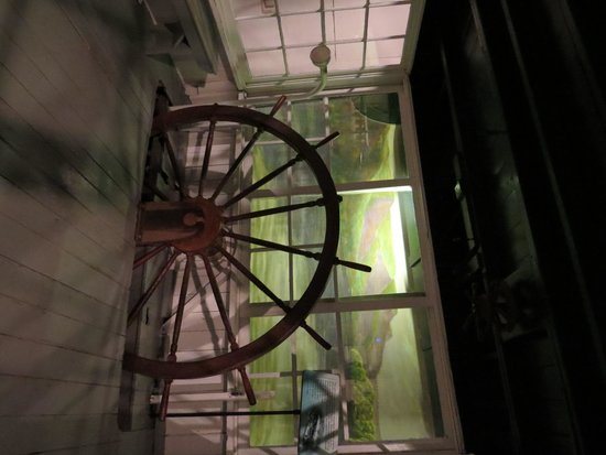 National Mississippi River Museum & Aquarium: River boat model