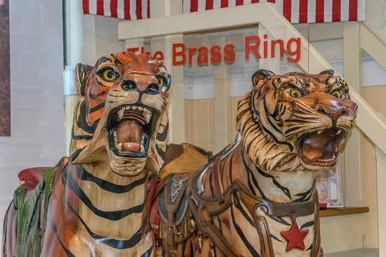 Merry-Go-Round Museum : A pair of tigers
