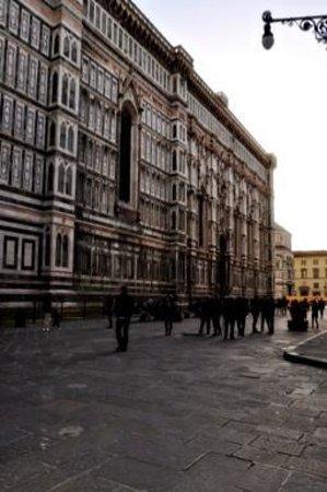 Piazza del Duomo: duomo exterior