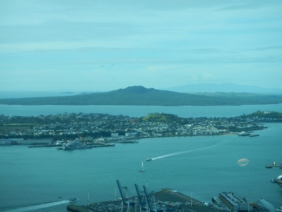 Sky Tower : Auckland harbour.