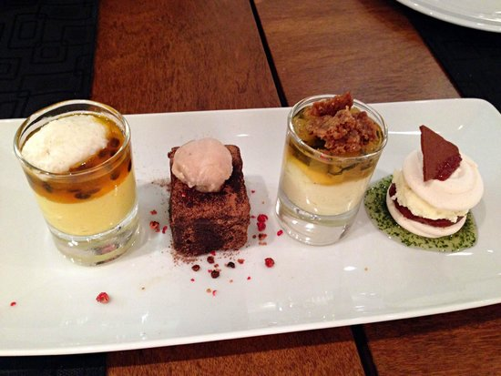 Ipanema Inn: Restaurant • Dessert selection