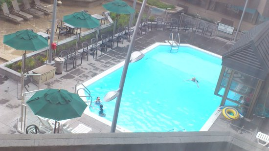 Delta Hotels Quebec: View of the swimming pool