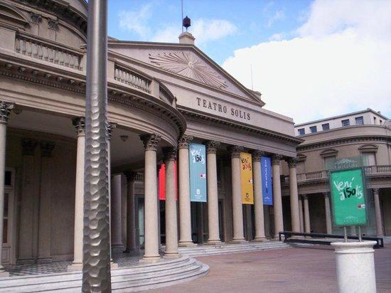 Teatro Solis: Frontis