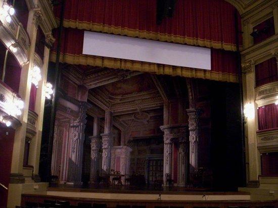 Teatro Solis: Escenario y Telon
