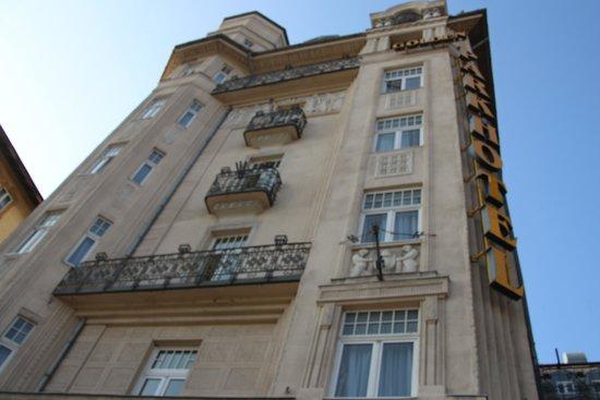 Golden Park Hotel: ホテルの外観