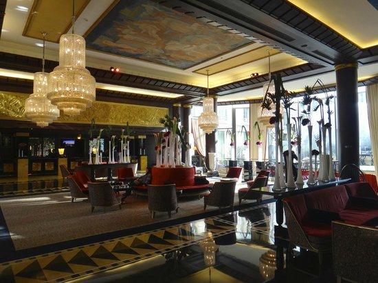 The Hotel du Collectionneur Arc de Triomphe: Reception area